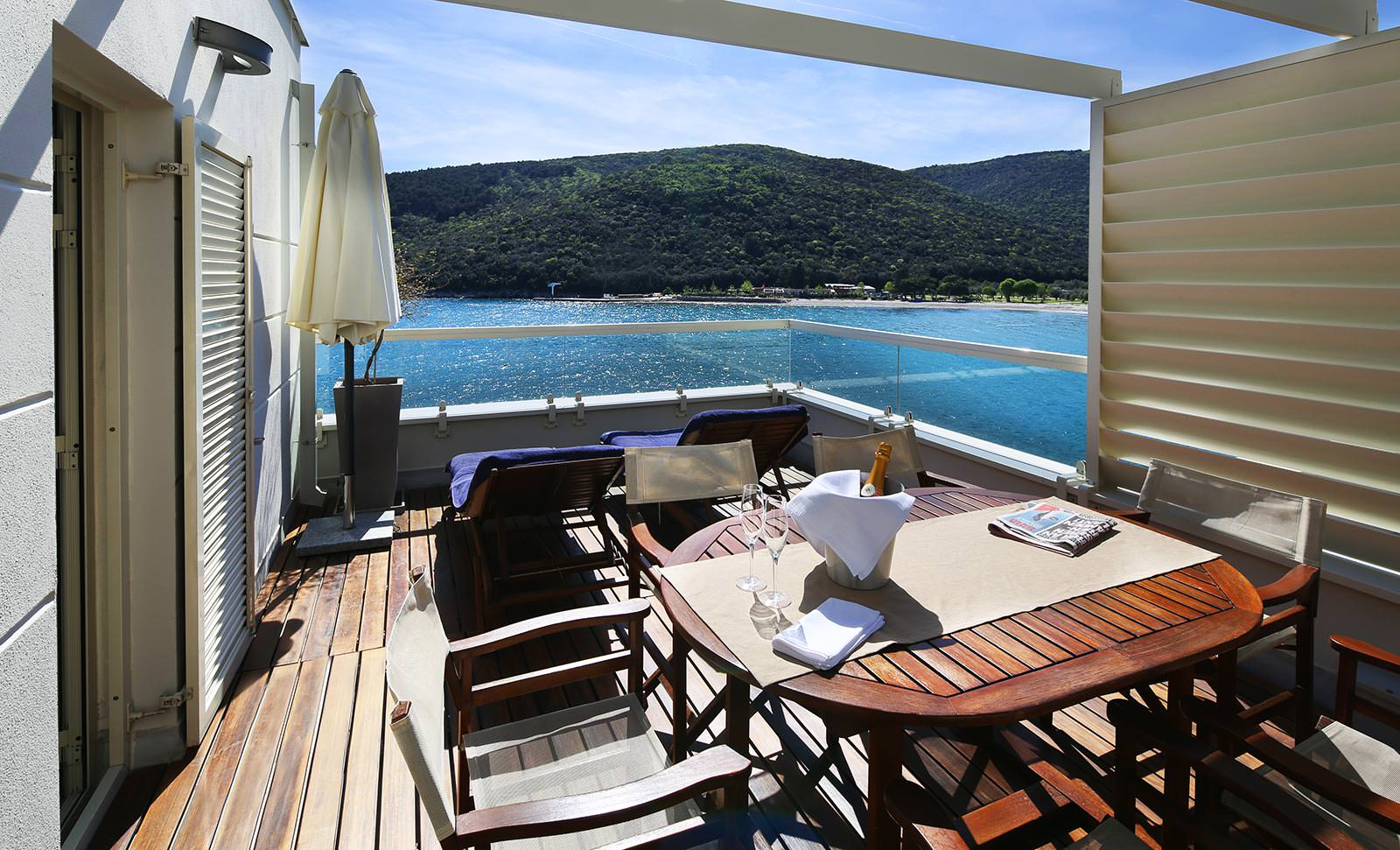 Adoral boutique hotel rabac hotel apartment istria for 4 star boutique hotel